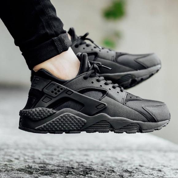 Black Women s Nike Huarache. M 5b2b24d2409c153e32d8ca10 92471ff63
